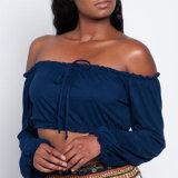 Form-Frauen-reizvolle eingewickelte Brust-Verband-Getreide-Oberseite weg von der Schulter-Bluse
