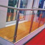Im Freien verziert mit Glastreppen-Geländer