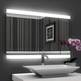 Specchio Backlit LED BRITANNICO fissato al muro della stanza da bagno dell'hotel illuminato LED