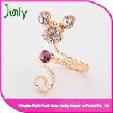 El anillo de la joyería del oro del dedo diseña los anillos de las señoras de las mujeres