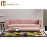 Sofá aterciopelado tapizado empenachado muebles nórdicos de la tela de algodón del estilo para el hotel