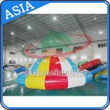 Deportes de agua remolcables inflables gigantes, juguete inflable del agua del barco del disco, UFO loco