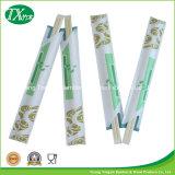 Palillos disponibles coreanos en las fundas de papel
