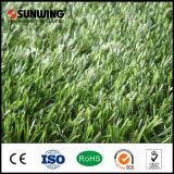 Césped plástico barato natural del verde del fabricante de China para el jardín