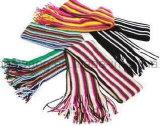 겨울 온난한 뜨개질을 하는 아크릴 스카프