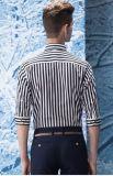 en las rayas del negro de la manera, envolver la camisa