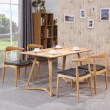 Stile nordico della mobilia domestica che pranza presidenza con legno solido