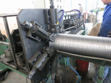 Metallflexibler Abführungsschlauch, der Maschine herstellt