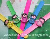 Yxl-873 상표 3D 아이 만화는 Mickey Minnie 아이들 스포츠 고품질 철석 때림 손목 시계를 본다