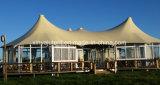 Удобные шатры размера семьи для располагаться лагерем