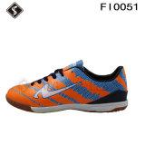 Futebol interno e sapatas do futebol com boa qualidade