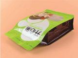 Plastik, der das trockene Verpacken der Lebensmittel mit Reißverschluss steht