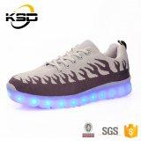Pattini luminosi ricaricabili del USB LED di modo degli uomini con le suole chiare del LED