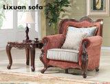 Il sofà classico del tessuto ha impostato con il blocco per grafici di legno