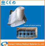 Rodillo médico envuelto en papel de la gasa del algodón absorbente del arte azul