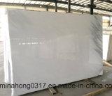 白い大理石か中国の大理石のタイルの平板