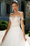 Kler eine Zeile mehrschichtige Hochzeits-Kleider mit dem Fishbone