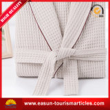 Accappatoi di corallo del panno morbido del cotone dell'hotel normale bianco del kimono