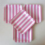 Plato de papel rayado de color rosa con diferentes diseños para Party