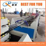 Linha de produção plástica de madeira da maquinaria do perfil da decoração do PVC