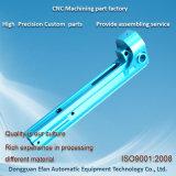 青が付いているCNCの機械化の部品を製粉するカスタム高精度は陽極酸化した