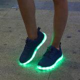 Het nieuwe Licht die Van uitstekende kwaliteit van de Vrije tijd van de Manier van de Tennisschoenen van het Ontwerp Unisex- omhoog LEIDENE Schoenen met het Laden USB in werking stellen