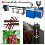 Agitador plástico do café que faz a máquina