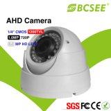 """1/4台の"""" CMOS HDのアナログ30mマニュアルのFocuレンズの赤外線ドームのカメラ"""