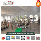Im Freienpartei-Zelte mit Futter-Dekorationen