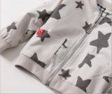 Куртка способа с напечатанными звездами для одежд детей
