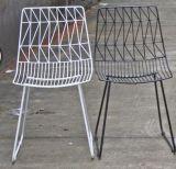 Bertoiaの金属線の椅子