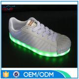 In het groot Unisex- Toevallige Schoenen met LEIDENE Lichte Enige Schoenen