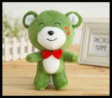 赤ん坊はかわいいプラシ天動物猫犬猿のおもちゃの人形をからかう