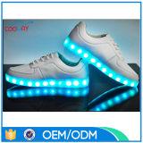 Chaussures adultes d'éclairage LED avec la semelle légère