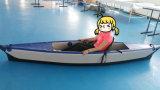 Раздувно сидите на Kayak океана верхнего Kayak голубом