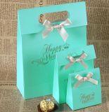 Réutiliser le sac de papier imprimé de cadeau avec la poignée découpée avec des matrices