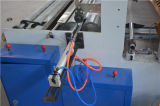 Rolo enorme semiautomático do papel higiénico que converte a máquina
