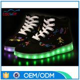 Zapatos corrientes de los zapatos al por mayor de los deportes de la fábrica, hombres y zapatos ligeros de las mujeres LED