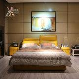 조정가능한 머리 받침 (2103+13)를 가진 홈을%s 노란 가죽 침대