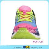 歩く様式のスポーツの靴の新製品の暖かいスリップ