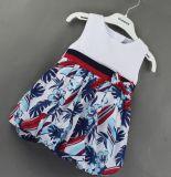 영국 바람 옷에 있는 아이들 옷에 있는 아기 복장을 검사하십시오