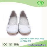 Sapatas elegantes da enfermeira do couro genuíno