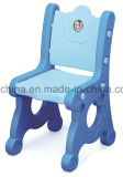 의자가 쌓을수 있는 플라스틱에 의하여 농담을 한다
