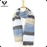 La última raya multicolora 2016 hizo punto el conjunto de la gorrita tejida de la bufanda