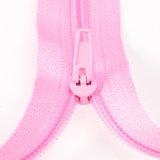 #4ナイロン終わりの端のテーラーは縫うことのためにファスナーを締める