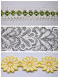 装飾のための卸し売り高品質のミルクヤーンの花の刺繍のレース