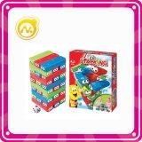 子供の遊ぶことのための多彩なタワーのゲームのスタック