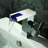 Steekt de Automatische LEIDENE van de waterval Tapkraan Geen Batterij voor Badkamers aan