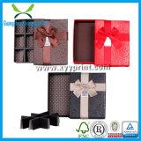 Boîte-cadeau en forme de coeur faite sur commande de chocolat avec le couvercle clair