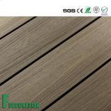 Decking ao ar livre de madeira plástico do composto WPC do preço barato impermeável